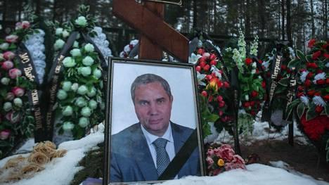 Aleksandr Petrov on haudattu Verhne-Tšerkasovskojen hautausmaalle noin 15 kilometriä Viipurista kaakkoon.