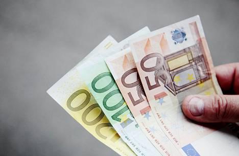 Nuorten aikuisten palkkatulot pienenivät viime vuonna selvästi eniten koronakriisin seurauksena.