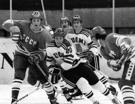 Suomi–Neuvostoliitto-ottelu Puolan kisoissa 1976: Sergei Kapustin (vas.), Matti Hagman ja Sergei Babinov.