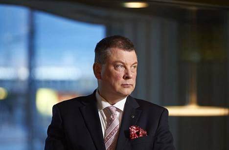 EK:n Ilkka Oksala on huolissaan arviosta, että tulevina vuosikymmeninä maksajien määrä suhteessa eläkkeensaajiin uhkaa vähetä yhä nopeammin.