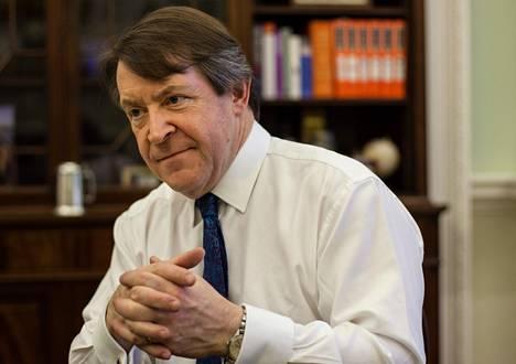 Roger Gifford isännöi yli 250 vuotta vanhaa palatsimaista virka-asuntoa – silloin kun on Lontoossa. Matkapäiviä on vuodessa sata.