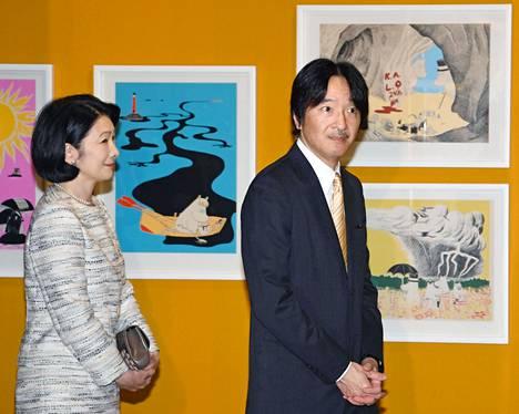 Japanin prinssi Fumihito ja prinsessa Kiko Muuminäyttelyssä vuonna 2019.