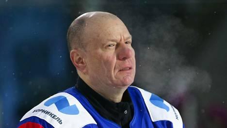 Miljardööri Vladimir Potanin sanoo olevansa jääkiekkofani ja jääkiekon harrastaja.