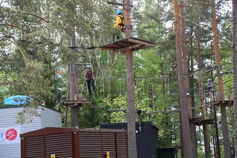 Hurjastelu Seikkailupuisto Sveitsissä kuuluu Hotel Sveitsin aktiviteettivalikoimaan.