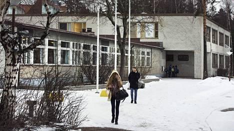 Helsingin Rudolf Steiner -koulun yksi rakennuksista sijaitsee Lehtikuusentiellä.
