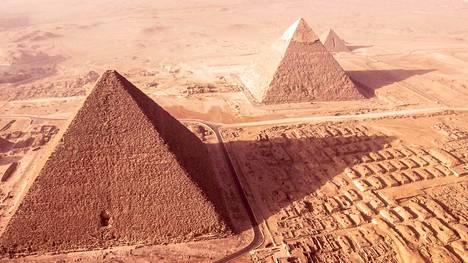Gizan suuren pyramidin rakennuttanut farao tunnetaan sekä Kheopsina että Khufuna.