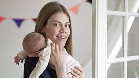 Raisa Mattila on yhden viisivuotiaan ja yhden puolivuotiaan äiti, joka ei saa ikinä tilattua valokuvakirjoja lapsistaan.