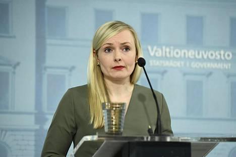 Sisäministeri Maria Ohisalo hallituksen tiedotustilaisuudessa Helsingissä 4. toukokuuta.