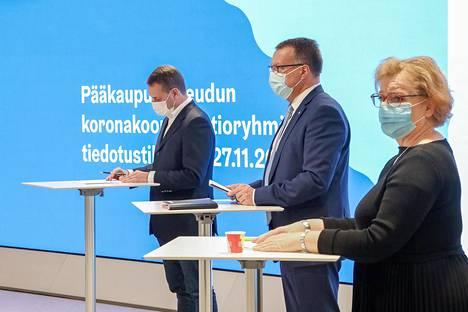 Pääkaupunkiseudun koronakoordinaatioryhmään kuuluvat Helsingin pormestari Jan Vapaavuori (kok), Espoon kaupunginjohtaja Jukka Mäkelä (kok) ja Vantaan kaupunginjohtaja Ritva Viljanen (sd) pitivät tiedotustilaisuuden 30. maaliskuuta.