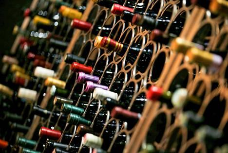 Hallituspuolueet ovat eri mieltä siitä, miten uusi laki vaikuttaa alkoholin etämyyntiin.