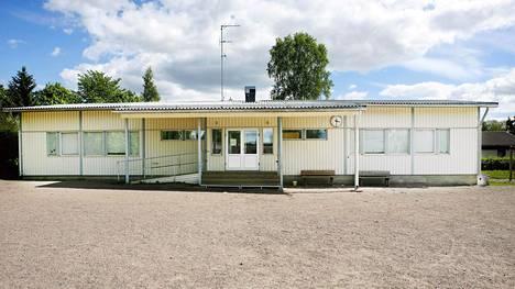 Immolantien nykyinen parakkikoulu sijaitsee Tapaninvainiossa.