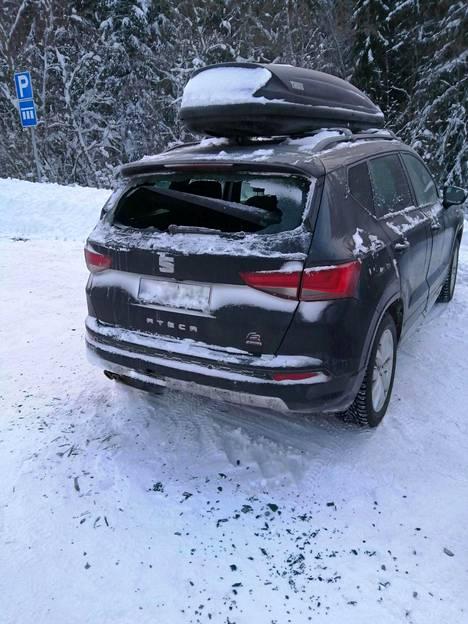 Jussi Karhusaaren auton uudet ikkunat piti tilata Espanjasta. Suksiboksi meni lunastukseen.