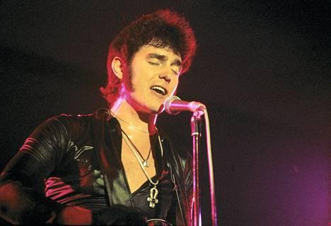 Brittiläinen poptähti Alvin Stardust on kuollut. Stardust, oikealta nimeltään Bernard William Jewry kuoli lehtitietojen mukaan kotonaan. Hänellä oli hiljattain havaittu syöpä. Jewry oli kuollessaan 72-vuotias. Alvin Stardustin uran huippu oli vuosina 1973-1974, jolloin hän levytti suurimmat hittinsä My Coo Ca Choo, Jealous Minds ja You You You.