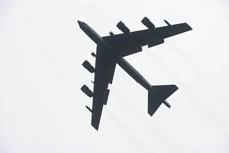 Amerikkalainen B-52-pommikone lähti torstaina lennolle Englannista.