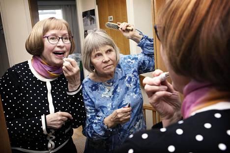 Naapurukset ja ystävykset Tuula Elgland ja Tuula Harju harrastavat paljon yhdessä. Tiistaina he olivat lähdössä Mamma Mia -elokuvaan.