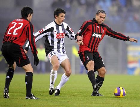 Roman Eremenko (keskellä) on pelannut aiemmin muun muassa Italian Serie A:n Udinesessä.