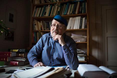 """""""1960-luvusta juridiikka on avautunut. Enää ei juurikaan kuvitella, että oikeustapauksiin olisi vain yksi oikea ratkaisu"""", professori Lars D. Eriksson sanoo."""