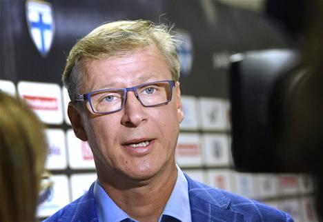 Jalkapallon miesten A-maajoukkueen päävalmentaja Markku Kanerva kertoi perjantaina pelaajavalinnoistaan EM-karsinnassa kesäkuussa pelattaviin Bosnia-Hertsegovina ja Liechtenstein -otteluihin.