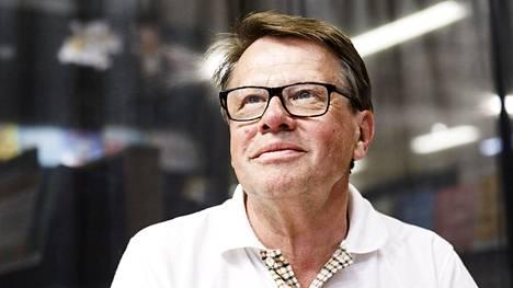 Kari Häkämies kuvattuna Vallanjano-romaaninsa julkistustilaisuudessa SuomiAreenassa Porissa 19. heinäkuuta 2018.