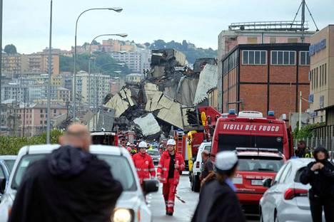 Massiiviset betonilohkareet olivat pelastajia vastassa onnettomuuspaikalla.