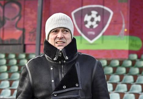 Suomalainen jalkapallolegenda Jari Litmanen Kisapuiston kentällä Lahdessa 11. helmikuuta 2021.