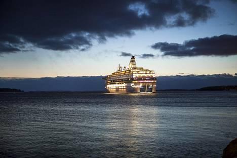 Silja Europa palaa tutuille vesille: vuonna 2013 otetussa kuvassa alus lähti Helsingistä Tallinnaan.
