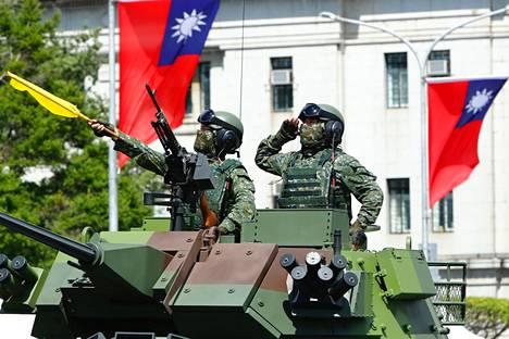 Taiwan esitteli sotakalustoaan maan kansallispäivän juhlallisuuksissa viime sunnuntaina.