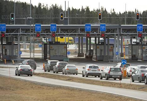 Autoja pyrki Nuijamaan raja-asemalle 17. maaliskuuta.