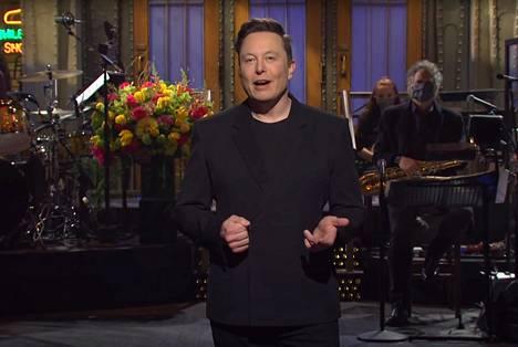 Elon Musk esiintyi lauantaina Saturday Night Live -ohjelman vierailevana juontajana.