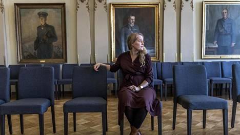 """""""Nämä ovat vaiettuja asioita, koska eivät naiset halua leimautua heikoksi. Eivät naissotilaat kerro näistä asioista avoimesti omalla nimellään"""", Kaisa-Maria Tölli sanoo."""