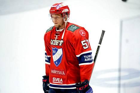 HIFK:n Johan Motin määrättiin viiden ottelun pelikieltoon. Kuva 6. lokakuuta pelatusta aiemmasta Pelicans-ottelusta.