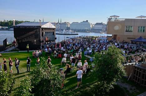 Allas Sea Poolin konsertin 470 yleisöpaikkaa oli myyty ennakolta täyteen.