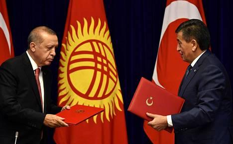 Turkin presidentti Recep Tayyip Erdoğan ja Kirgisian presidentti Sooronbay Jeenbekov tapasivat Biškekissä lauantaina.