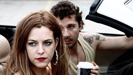 Riley Keough ja Shia LaBeouf American Honey -elokuvassa.