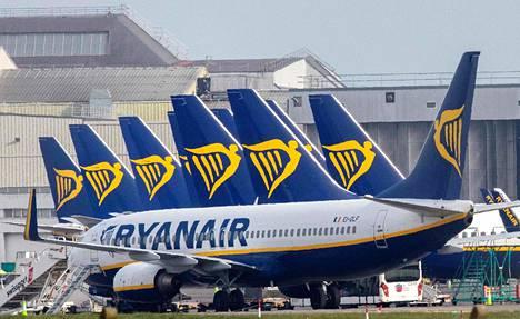 Irlantilaisen halpalentoyhtiön Ryanairin koneita Dublinin lentoaseman lähistöllä 23. maaliskuuta.