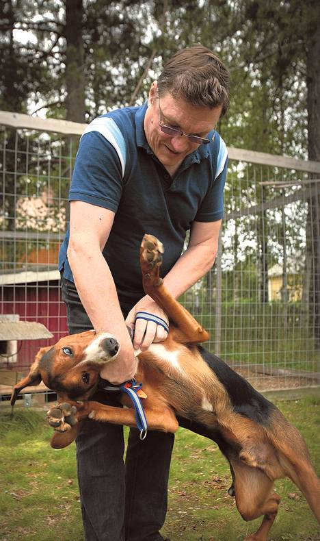 Jukka Seppänen ei ole kyennyt tekemään töitä yli seitsemään vuoteen. Virallisesti hän on työtön, ei työkyvyttömyyseläkkeellä kuten haluaisi. Aika kuluu muun muassa yksivuotiaan Otto-koiran kanssa.
