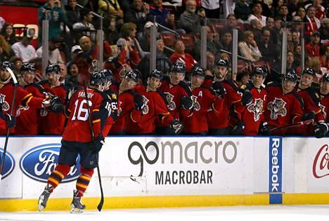 Aleksander Barkov sai onnitteluja maalista myös viikko sitten Detroit Red Wingsiä vastaan.