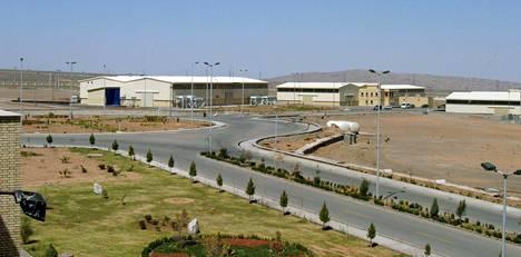 Natanzin ydinlaitos sijaitsee 250 kilometriä Iranin pääkaupungista Teheranista etelään. Kuva vuodelta 2005.