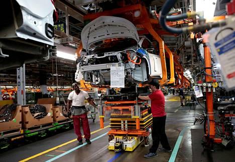 Yhdysvalloissa autovalmistajat ovat kärsineet sirupulasta jo kuukausia. General Motors on lomauttanut puolijohteiden vuoksi tuhansia työntekijöitä.