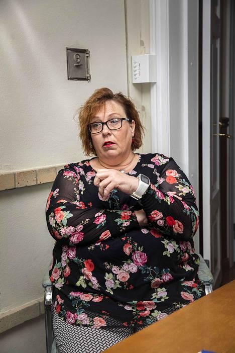 Tornion entinen keskustan kaupunginvaltuutettu Marianne Junes-Leinonen pohtii, miksi Katri Kulmuni jätettiin kohun keskellä vailla kollegoiden tukea.