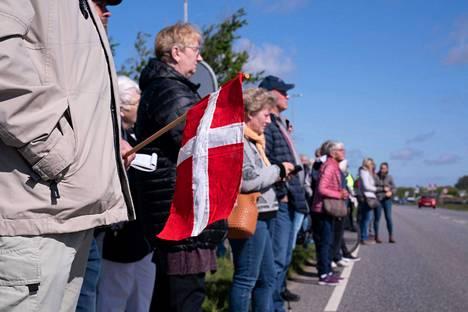 Mielenosoittajat vaativat Tanskan ja Saksan rajan avaamista 17. toukokuuta.