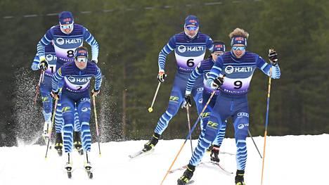 Suomen hiihtomaajoukkue harjoitteli Vuokatissa 20. lokakuuta. Kuvassa Iivo Niskanen (vas. takana, 8), Kerttu Niskanen (2), Ristomatti Hakola (6), Krista Pärmäkoski (4) ja Joni Mäki (9).