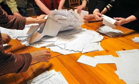 Donetskissa laskettiin sunnuntaina ääniä.