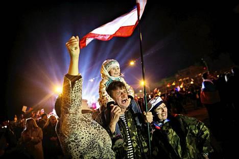 Ukrainan kriisi heijastuu suomalaisten Nato-kantoihin. Simferopolissa Krimin niemimaalla juhlittiin maaliskuun puolivälissä kansanäänestystä, jossa valtaosa kannatti liittymistä Venäjään.