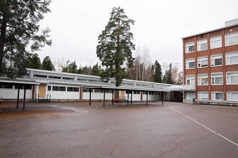 Oulunkylän ala-asteen koulun sisäkatto romahti viime viikonloppuna.
