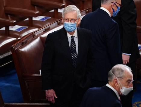 Senaatin republikaanien johtaja Mitch McConnell kongressissa keskiviikkona.