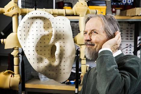 Akustiikan emeritusprofessori Unto K. Laine tietää, miten ääni muodostuu. Myös tekoäly oppii ihmisen persoonallisen puheäänen hetkessä, sanovat kiinalaiset tutkijat.