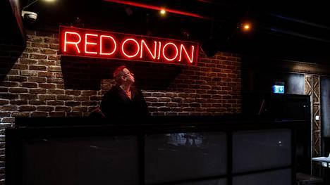 Markku Aaltonen aloitti työt Myyrmäen Red Onionissa viikko sen jälkeen, kun baari ensimmäisen kerran avattiin vuonna 1994.