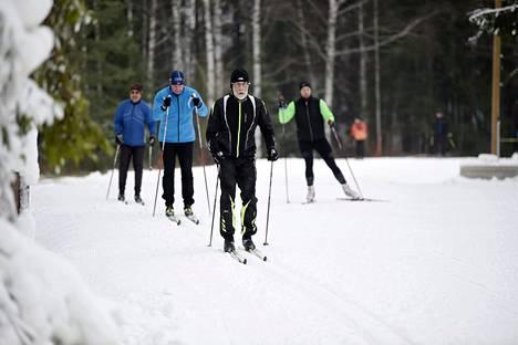 Oittaan ladulla sivakoi pian avaamisen jälkeen perjantaina lähes sata hiihtäjää.