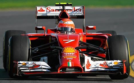 Kimi Räikkönen on ollut toistaiseksi tallikaveriaan Fernando Alonsoa hitaampi.